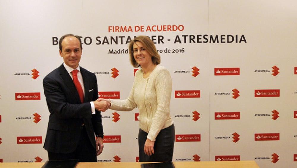 Aboukhair, Country Head de Santander España, y Patricia Pérez, Directora Corporativa de Atresmedia