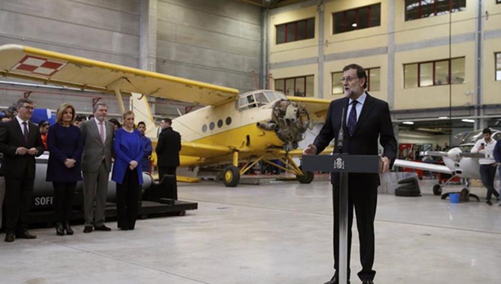 Rajoy habla ante un grupo de periodistas