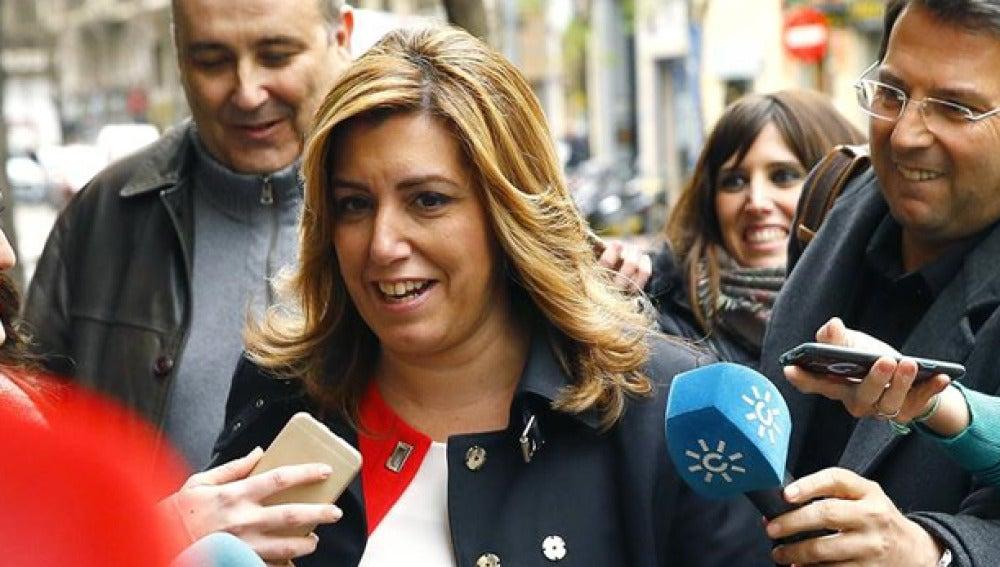 Susana Díaz habla con los medios de comunicación