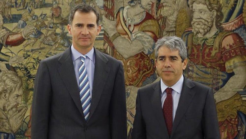 Homs junto al rey Felipe VI