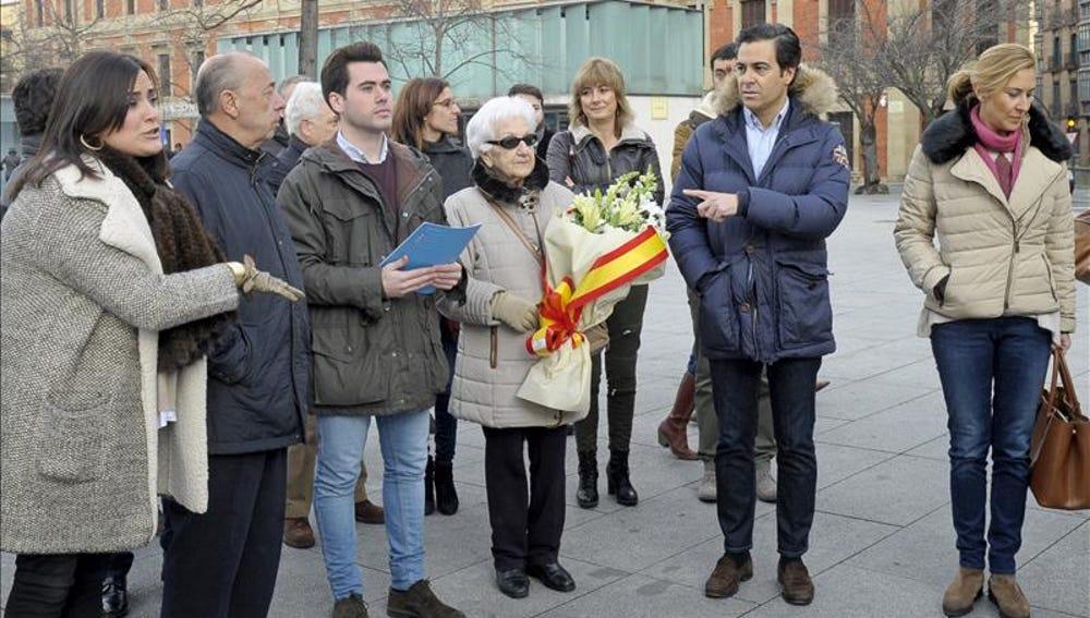 Autoridades y políticos navarros homenajean a Jiménez Becerril y a su esposa
