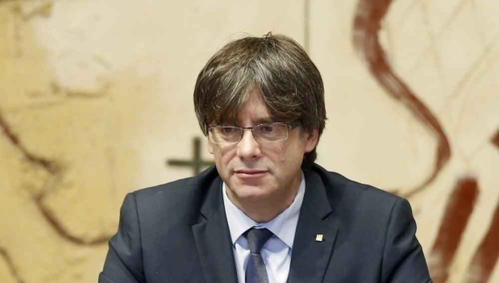 """Puigdemont acusa a Felipe VI de falta de """"neutralidad exquisita"""" en el proceso catalán"""