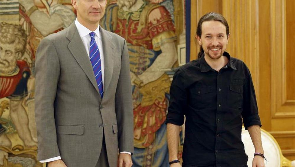 El rey Felipe VI junto a Pablo Iglesias