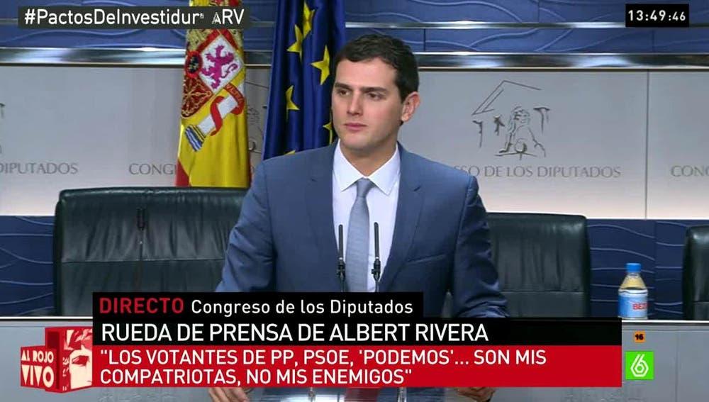 Albert Rivera habla con los medios