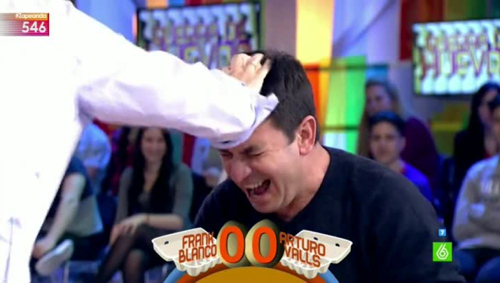 Arturo Valls, en la guerra de huevos