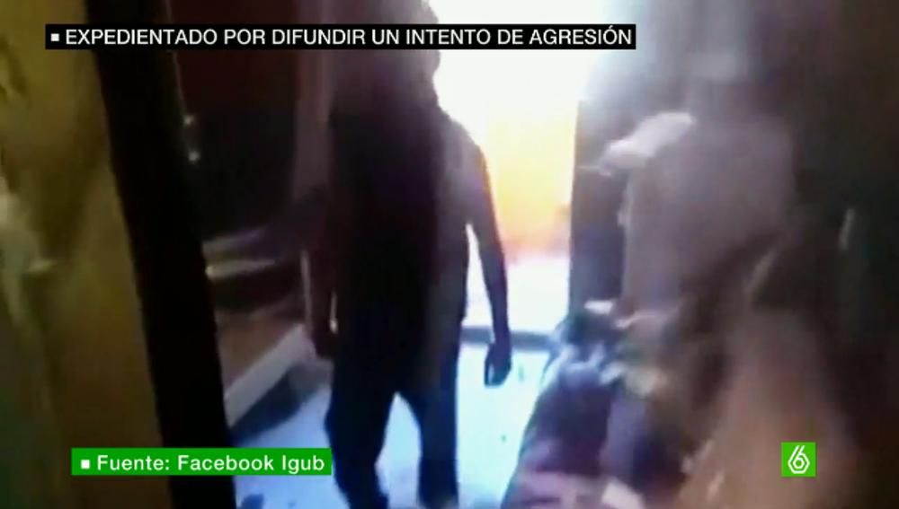 Momento de la agresión grabado por el Mosso d'Esquadra
