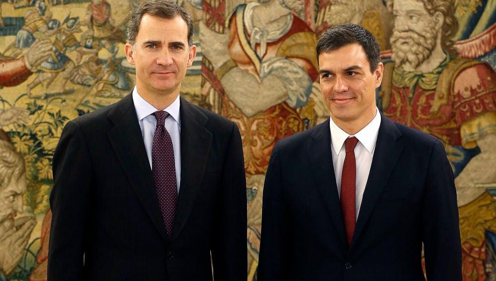 Felipe VI y Pedro Sánchez, en la Zarzuela