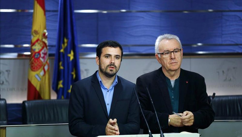 Alberto Garzón y Cayo Lara en el Congreso de los Diputados