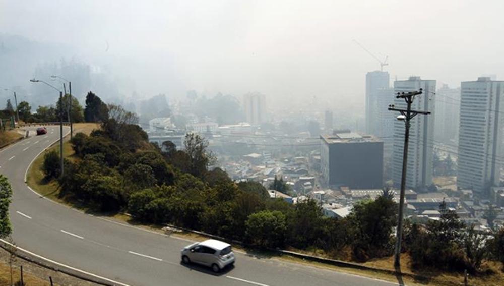 Humo de un incendio próximo a Bogotá