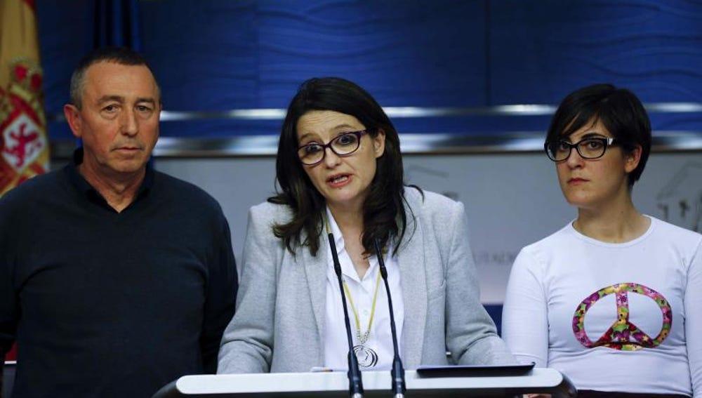 La diputada de Compromís, Mónica Oltra, junto a Joan Baldoví y Marta Solí