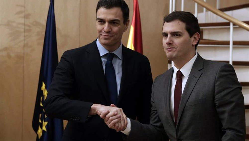 Pedro Sánchez y Albert Rivera se reúnen en el Congreso