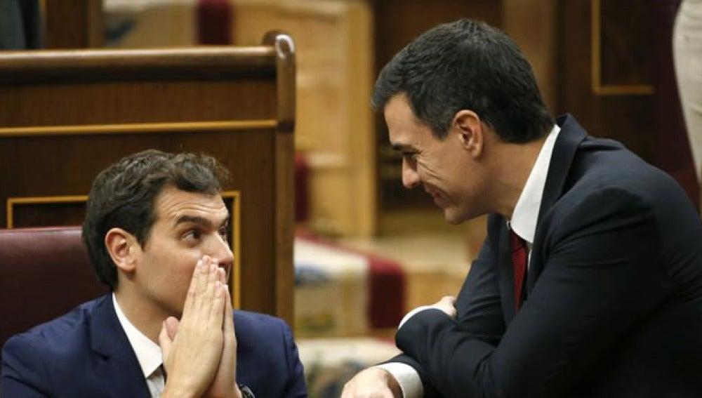 Albert Rivera y Pedro Sánchez en el Congreso
