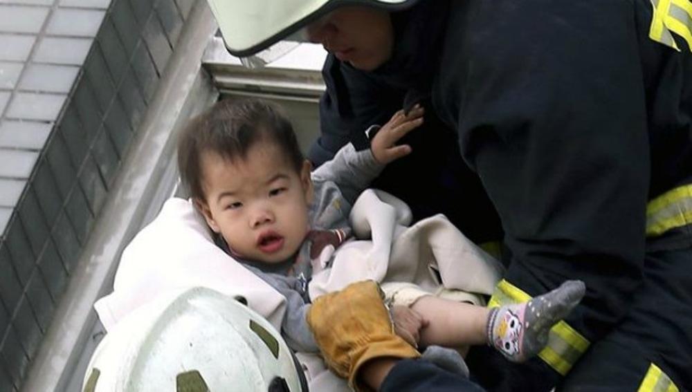 Rescate a un niño en Taiwán
