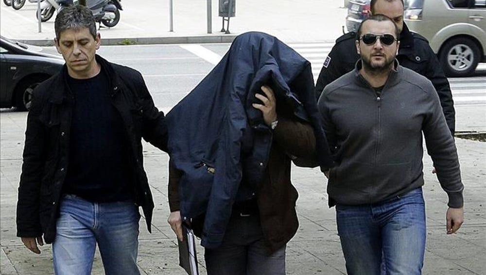 Libertad provisional para el profesor acusado de delitos sexuales en Barcelona