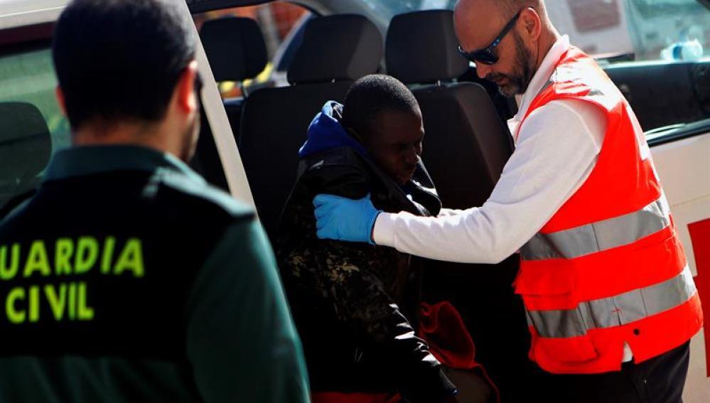 Salvamento rescata a varios inmigrantes subsaharianos