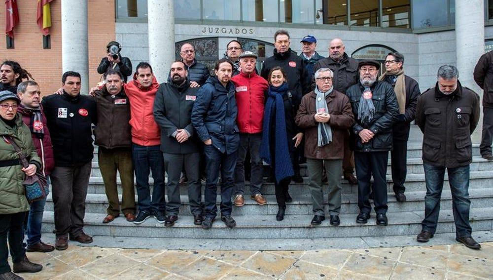 Líderes políticos y sindicales se concentran en apoyo a los 'ocho de Airbus'