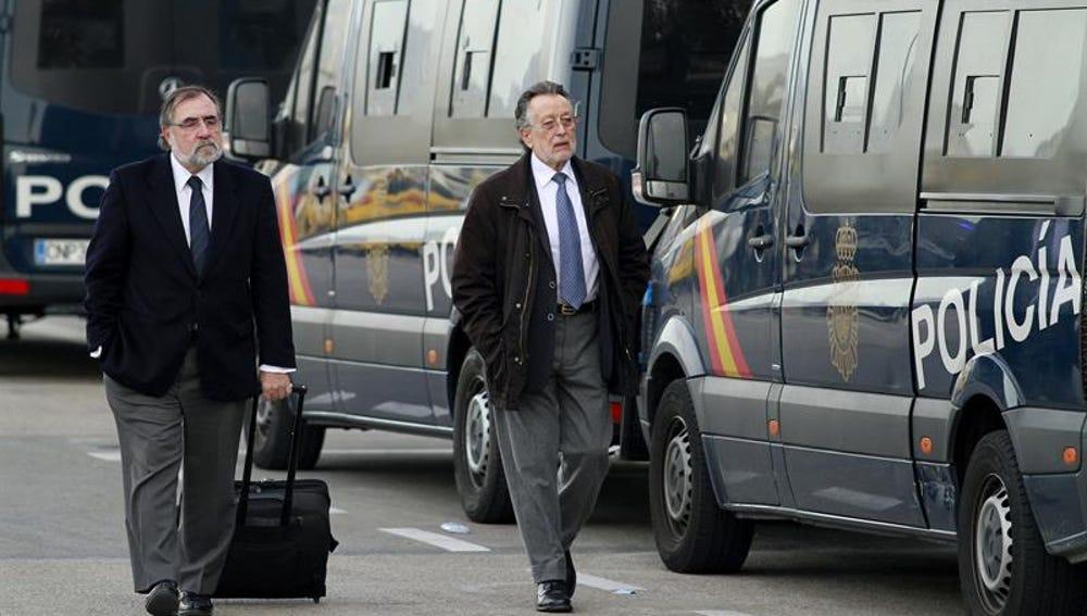 El exvicealcalde de Valencia Alfonso Grau, acompañado de su abogado