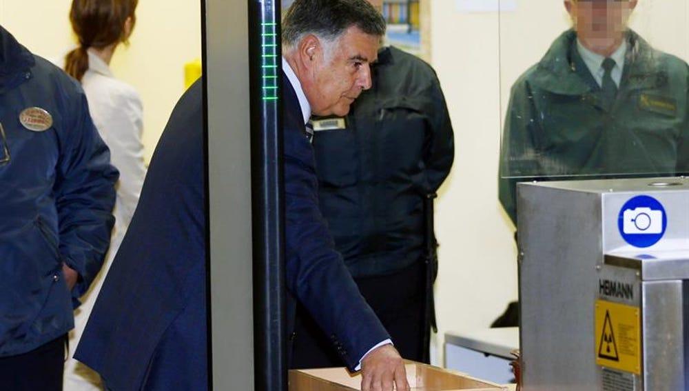 José Antonio viera entrando al juzgado