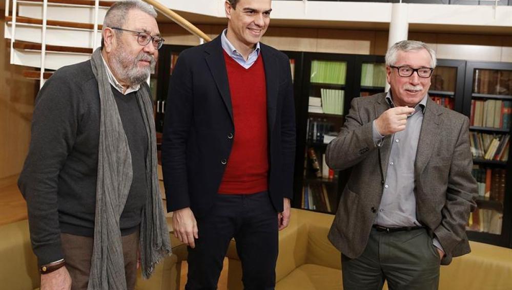 Pedro Sánchez junto a Cándido Méndez e Ignacio Fernández