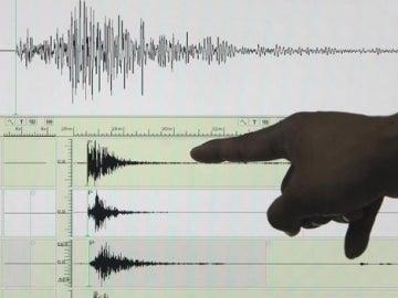 Un sismógrafo en el que aparece registrado un terremoto