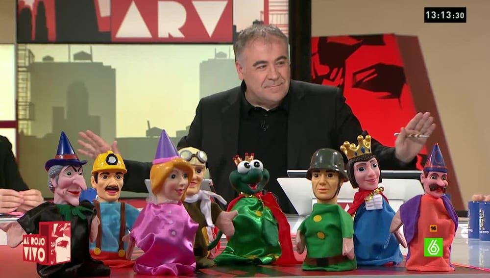 Antonio García Ferreras con los títeres en Al Rojo Vivo