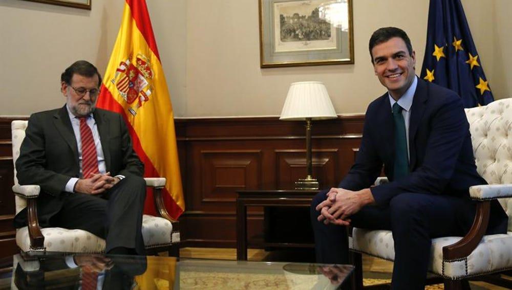 Mariano Rajoy y el secretario general del PSOE, Pedro Sánchez