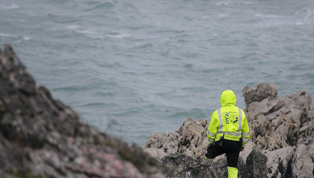 Efectivos de emergencias buscan a un hombre, de 73 años y vecino de Noja