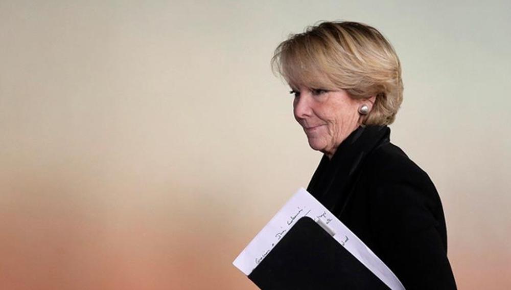 Esperanza Aguirre antes de su rueda de prensa