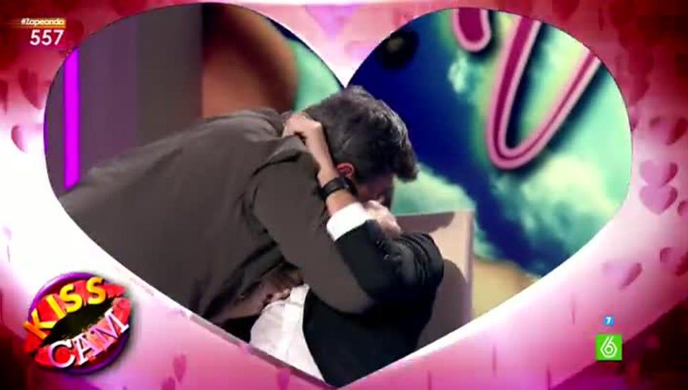 El beso de Frank Blanco y Miki Nadal