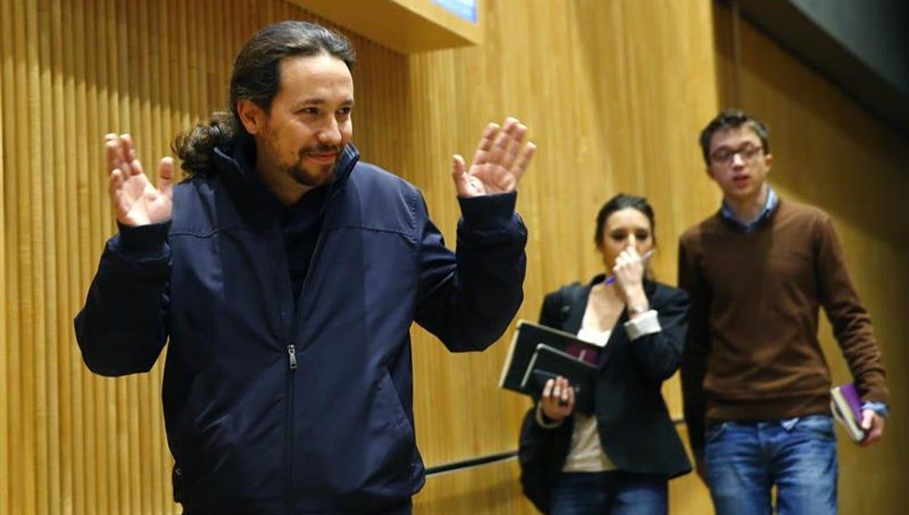 El líder de Podemos, Pablo Iglesias, a su llegada a la reunión del grupo parlamentario en el Congreso de los Diputados, en Madrid