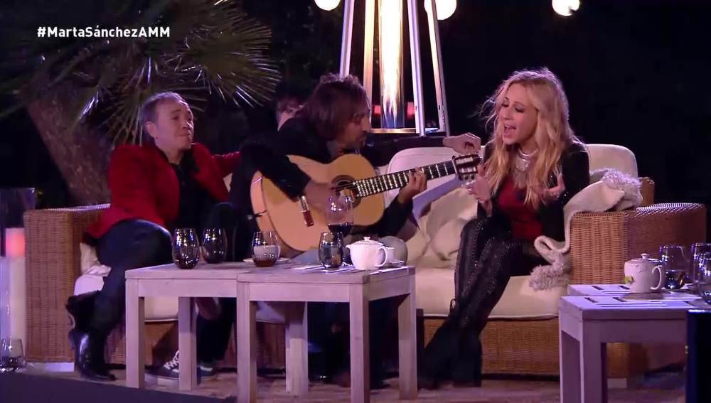 Marta Sánchez interpreta con Antonio Carmona a la guitarra '21 días'