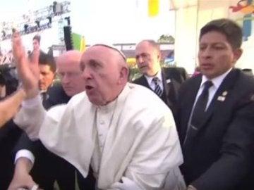 El papa Francisco, enfadado durante su visita a México