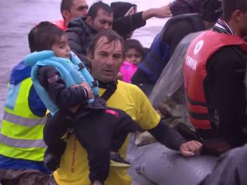 Los voluntarios de Proactiva Open Arms ayuda a los refugiados