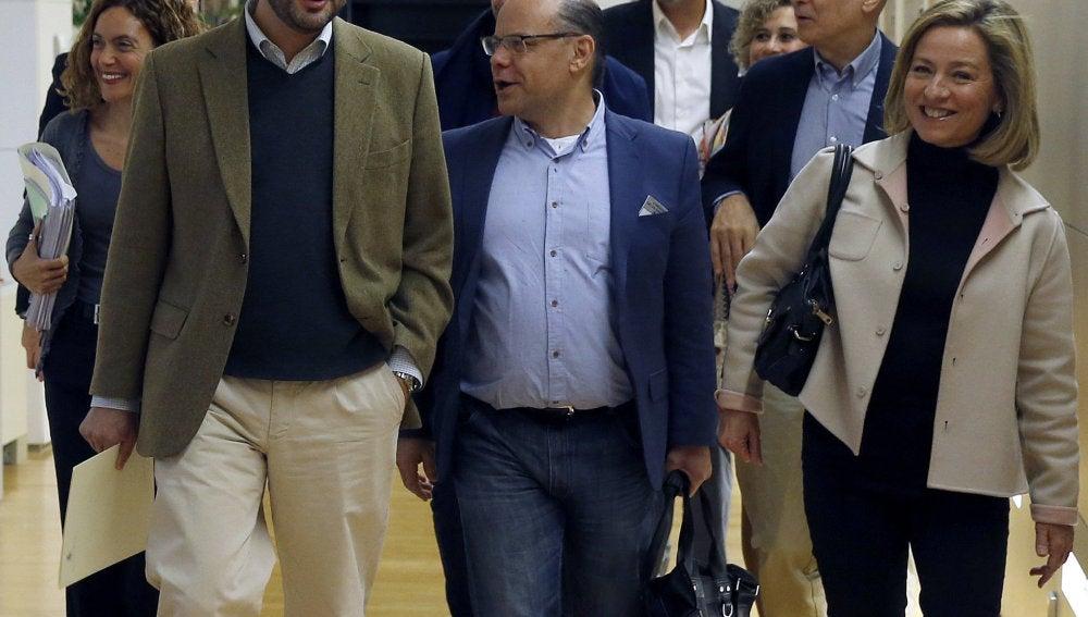 Los portavoces parlamentarios del PSOE, Antonio Hernando, y Coalición Canaria, Ana Oramas