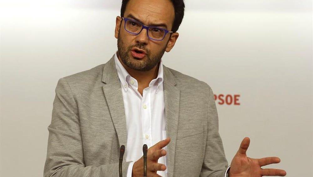 """Antonio Hernando: """"Nosotros no vamos a ir a la reunión del próximo día a discutir de sillones, vamos a discutir de políticas"""""""