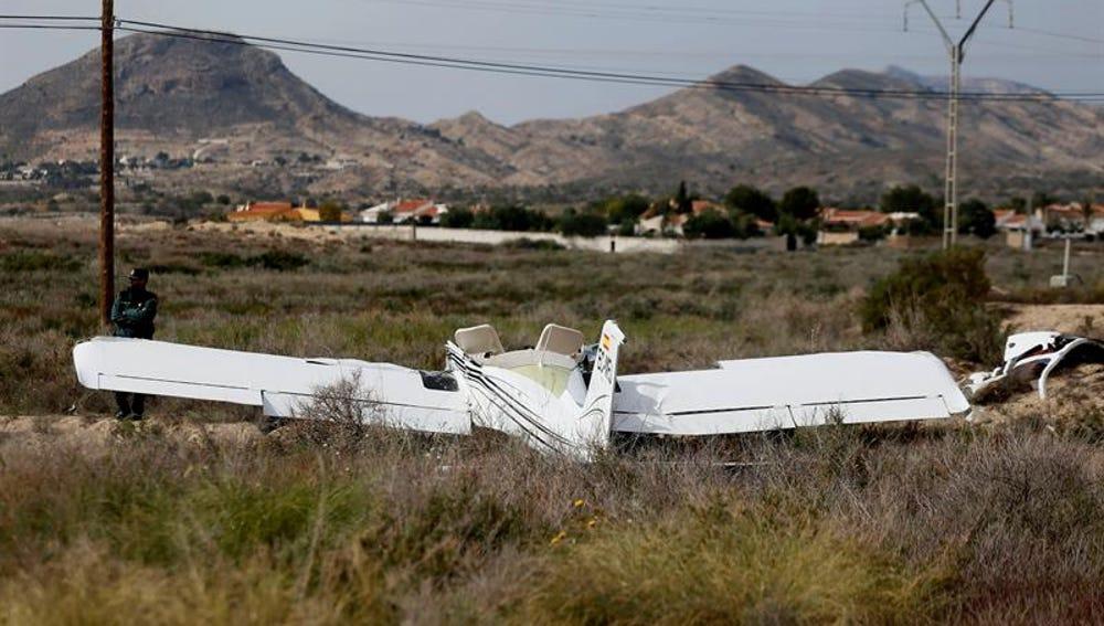 Imagen de un ultraligero siniestrado al precipitarse en el aeródrmo de Muchamiel, en Alicante