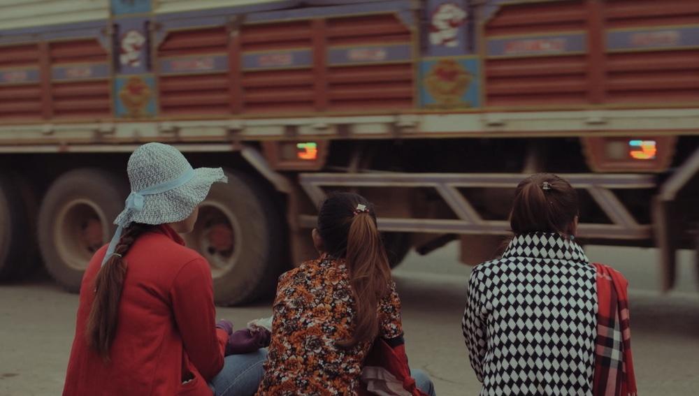 Van Chou con dos compañeras