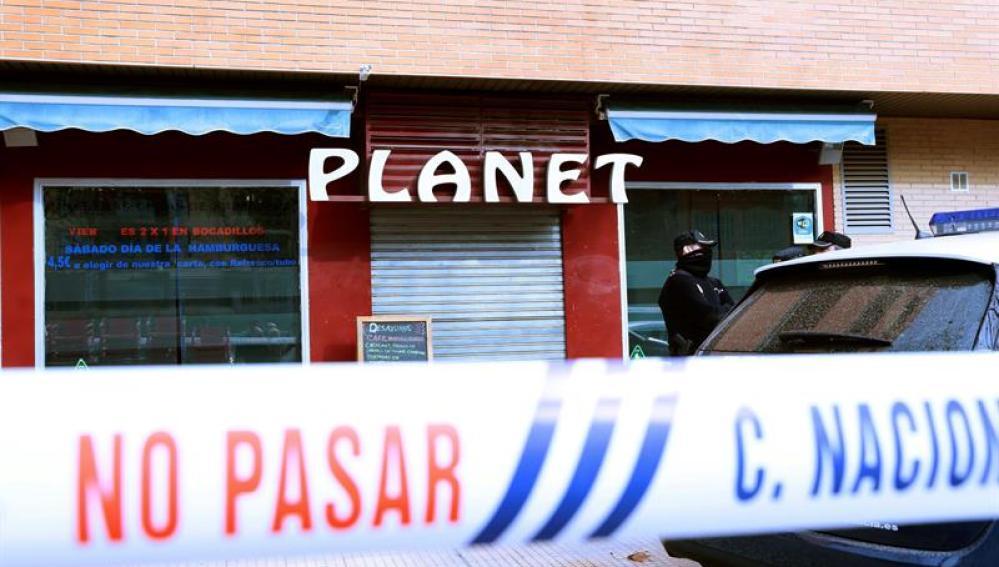 Agentes de la Policía Nacional, a las puertas del bar Planet