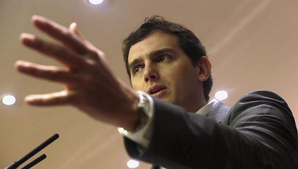 Albert Rivera, durante una rueda de prensa en el Congreso
