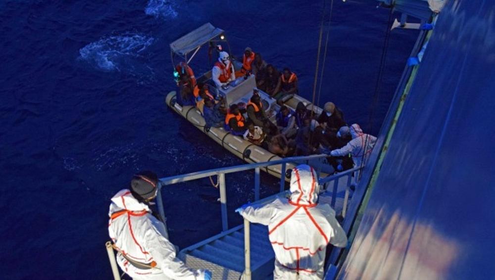 Rescate de inmigrantes en Sicilia