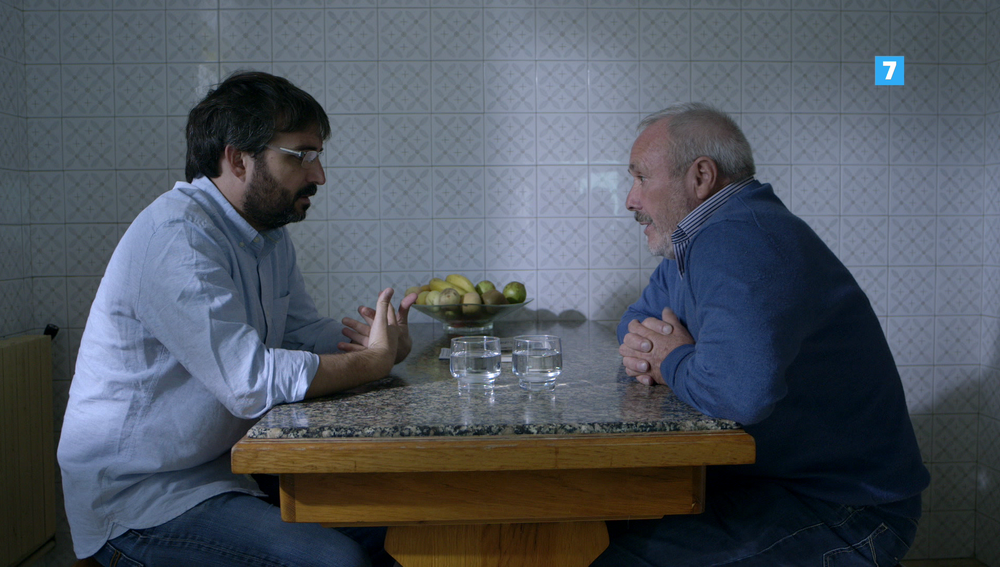 Jordi Évole charla con un afectado por el amianto