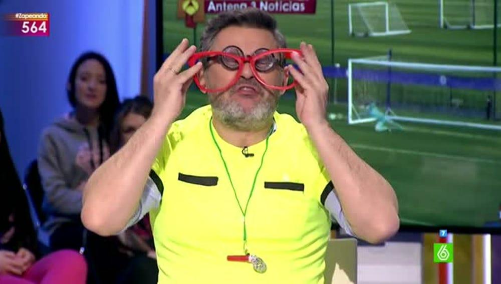 El árbitro López Dioptrías, en Zapeando