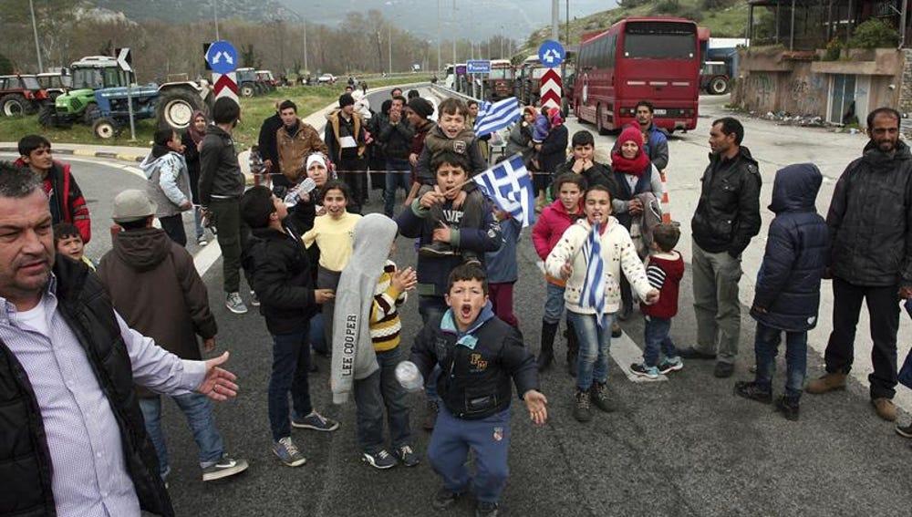 Un grupo de inmigrantes y refugiados manifestandose