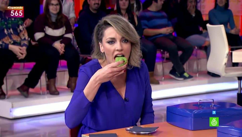 Anna Simon prueba el wasabi