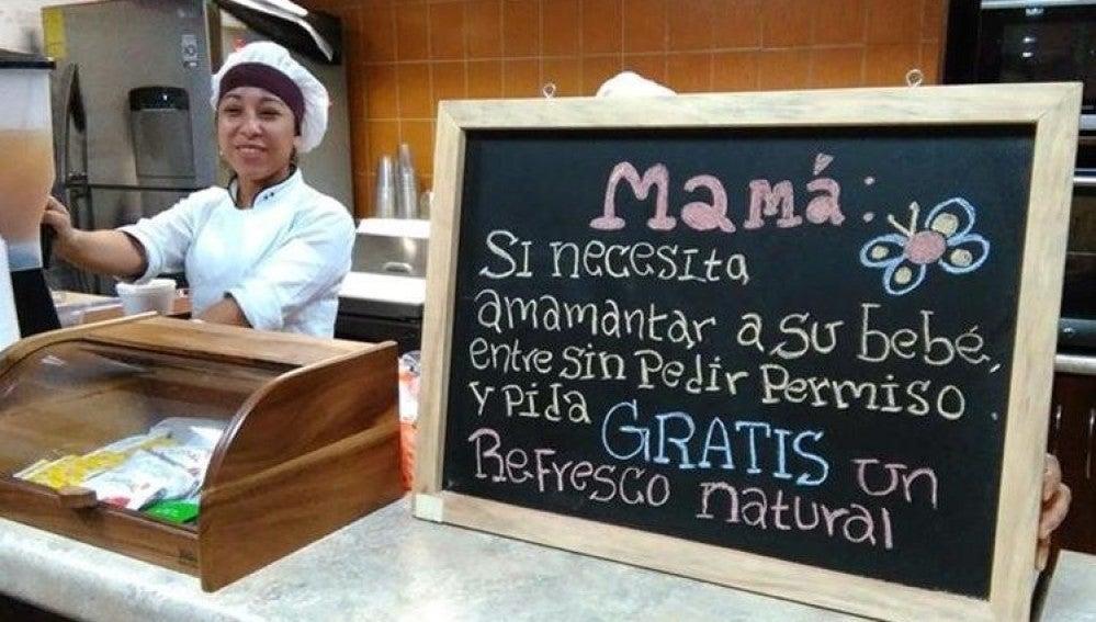 Un cartel apoyando la lactancia en un local de Guatemala