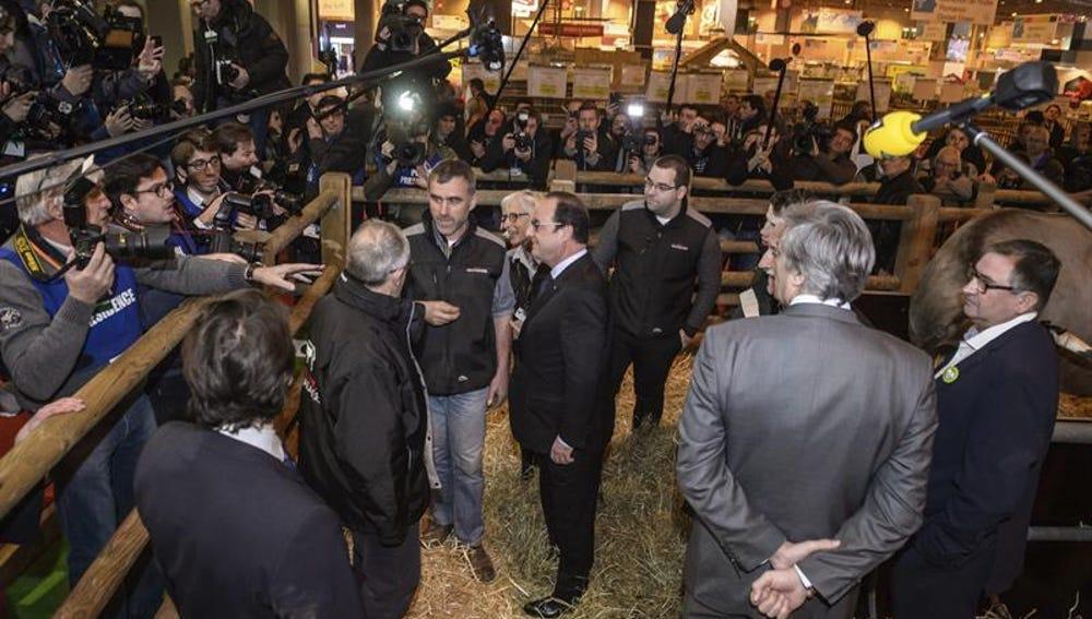 Hollande, abucheado en el Salón de la Agricultura, donde piden su dimisión