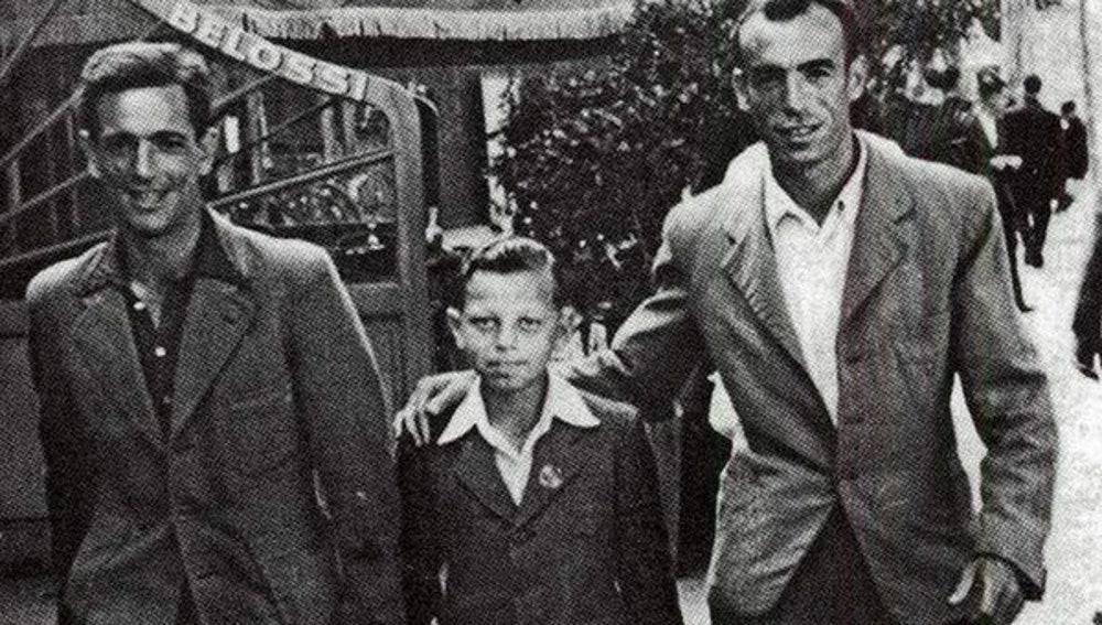Siegfried Meir y su padre adoptivo, tras escapar de los campos de concentración