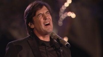 Manolo Tena cantando una de sus canciones