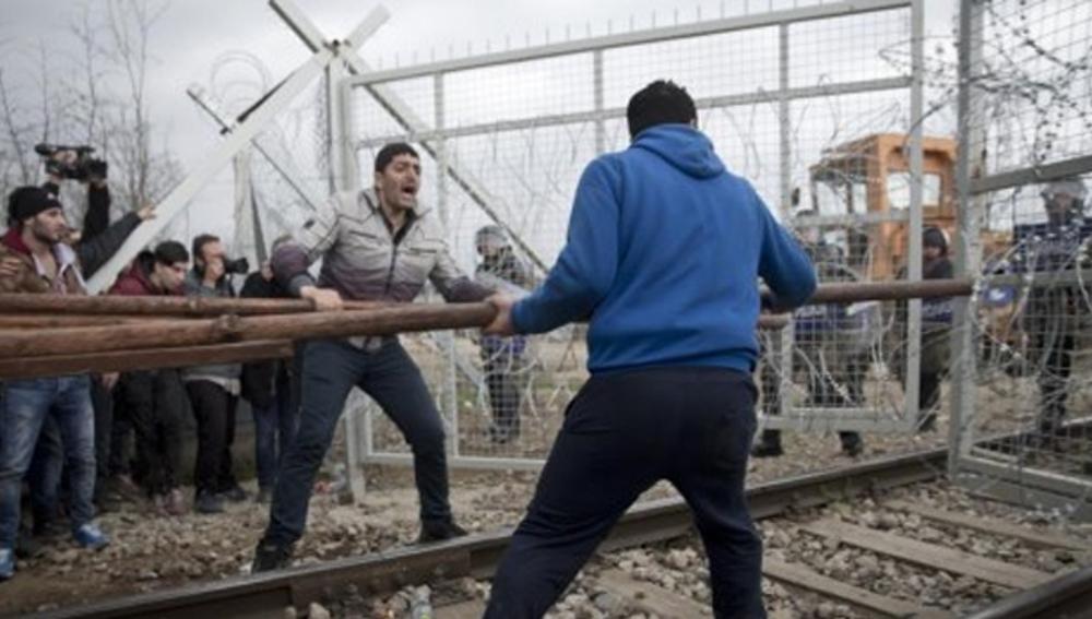 Caos en la frontera de Grecia y Macedonia