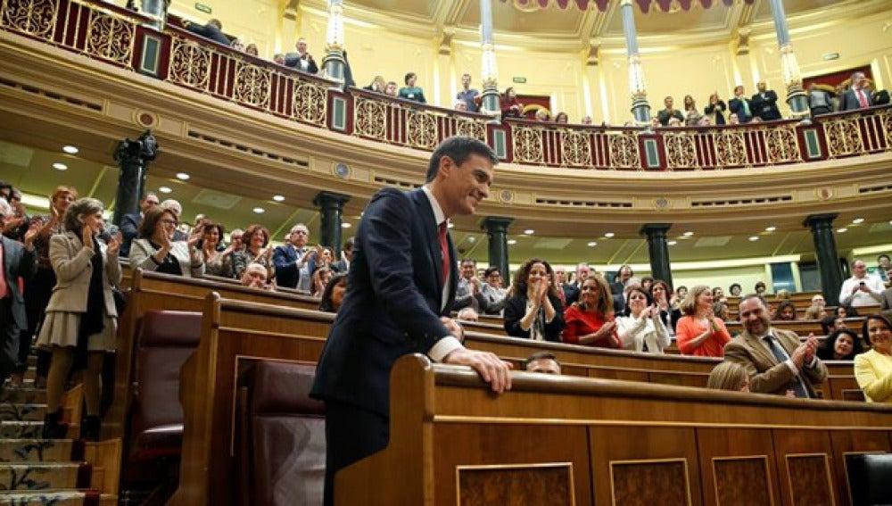 Pedro Sánchez en su bancada del Congreso